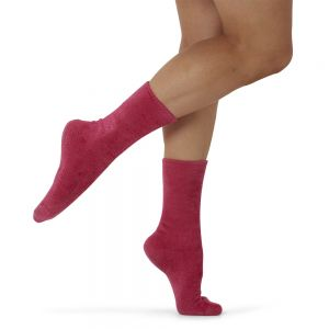 WOMENS FEATHERED BAMBOO BED SOCK - BERRY